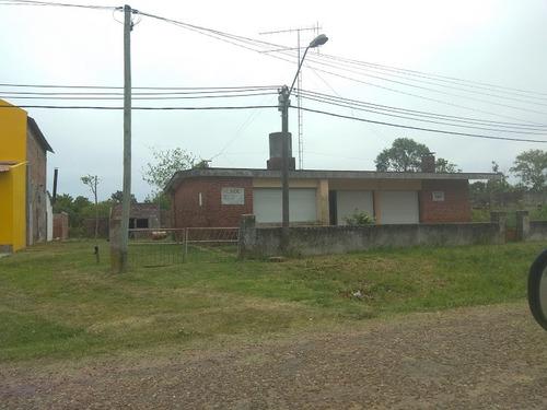 sólida casa con amplio terreno fraccionable