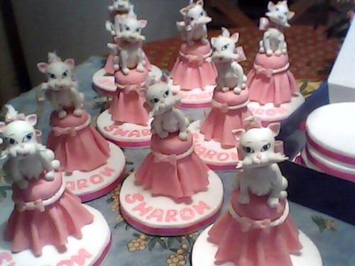 souvenirs y adornos de torta en porcelana fria