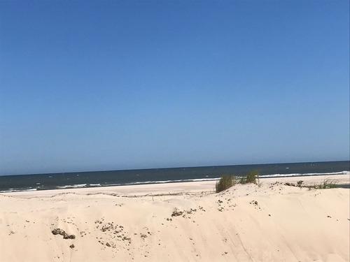 suc. pque del plata - terreno sobre rambla, frente a playa