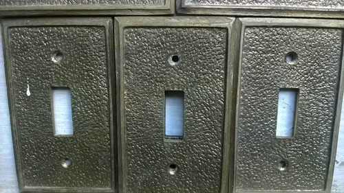 tapas de bronce para llaves de luz