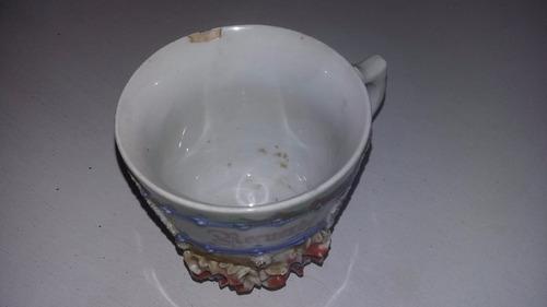 taza de porcelana antigua pequeño detalle en el borde