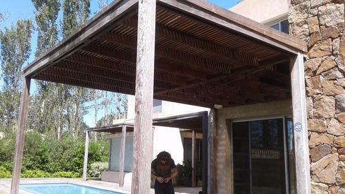 techos, pérgolas, cercos, cocheras,deck,  en metal o madera.