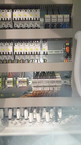 técnico electricista-montaje-firma-ute-construcción-cctv