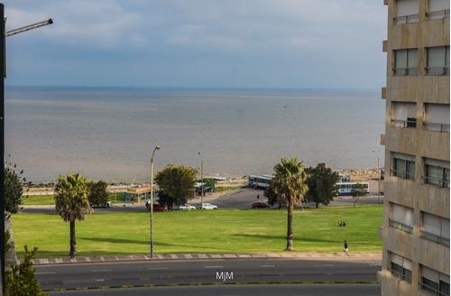 terraza de 60m2, con vista al mar.