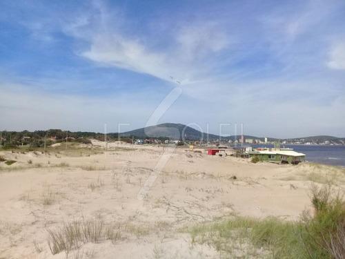 terreno a la venta frente al mar en piriapolis