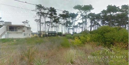 terreno a metros de la playa sobre calle paqueta
