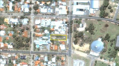 terreno a metros del argentino hotel