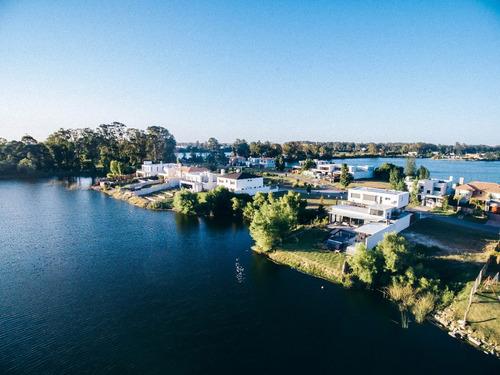 terreno en barrio lagos isla oeste