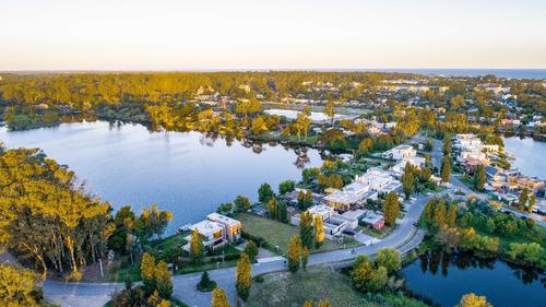 terreno en barrio lagos isla sur - solar 21