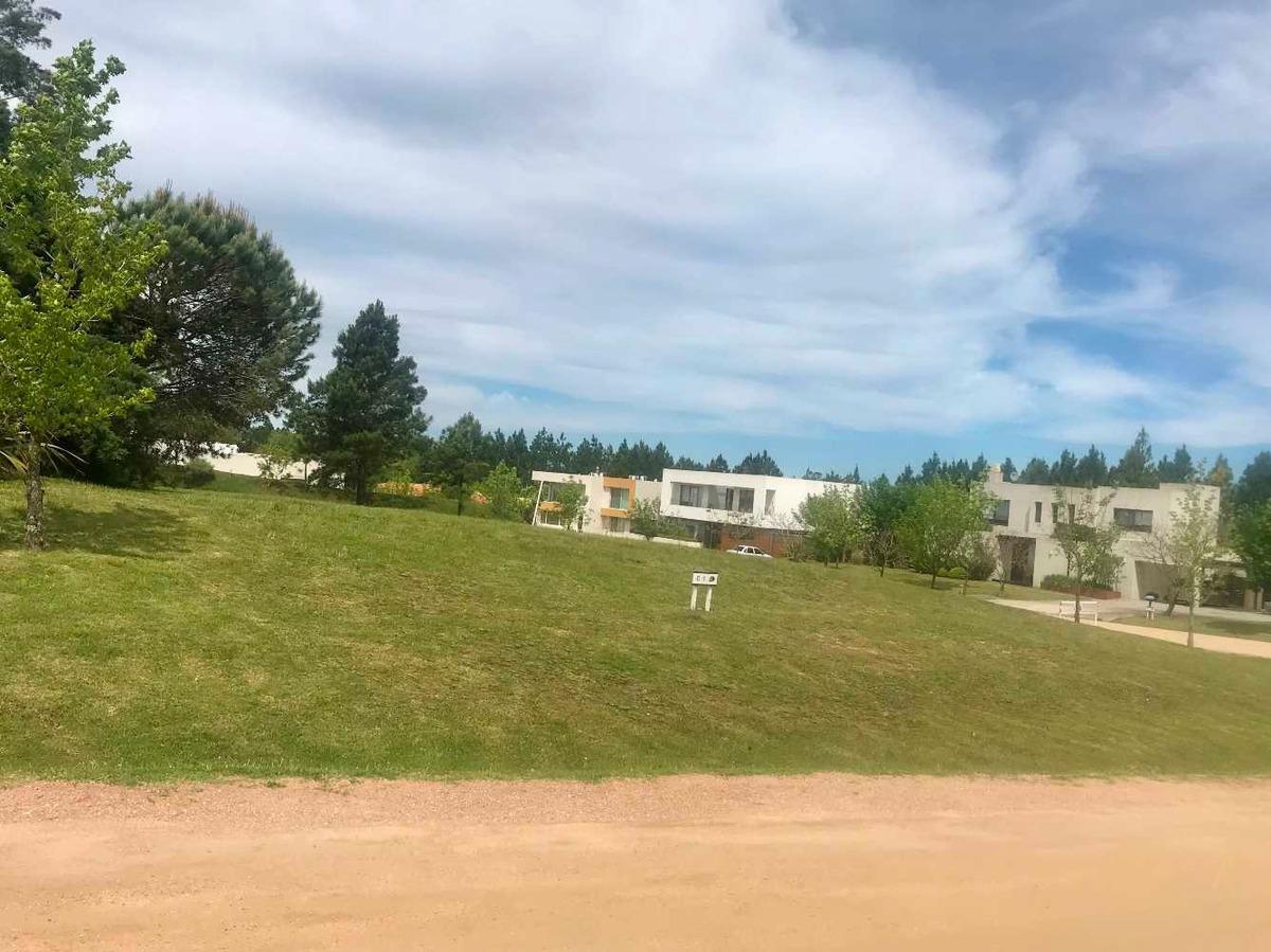 terreno en barrio privado carmel