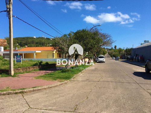 terreno esquina en venta, piriápolis, zona centro, 394 m²