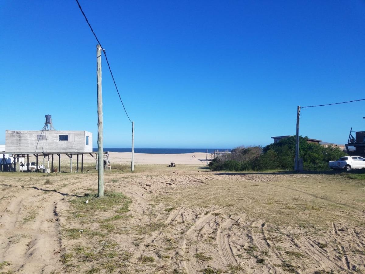 terreno sobre el mar 300mts2 la pedrera punta rubia