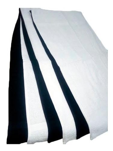 toallas blancas y negras ideales para peluquerias