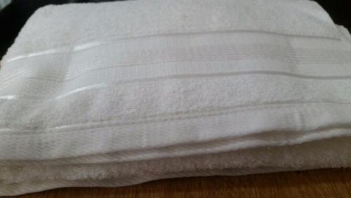 toallones blancos (140x70cm) 100% algodón, alta calidad!
