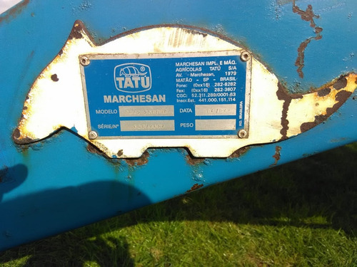 tolva esparcidora  de fertilizante tatu marchesan 2500