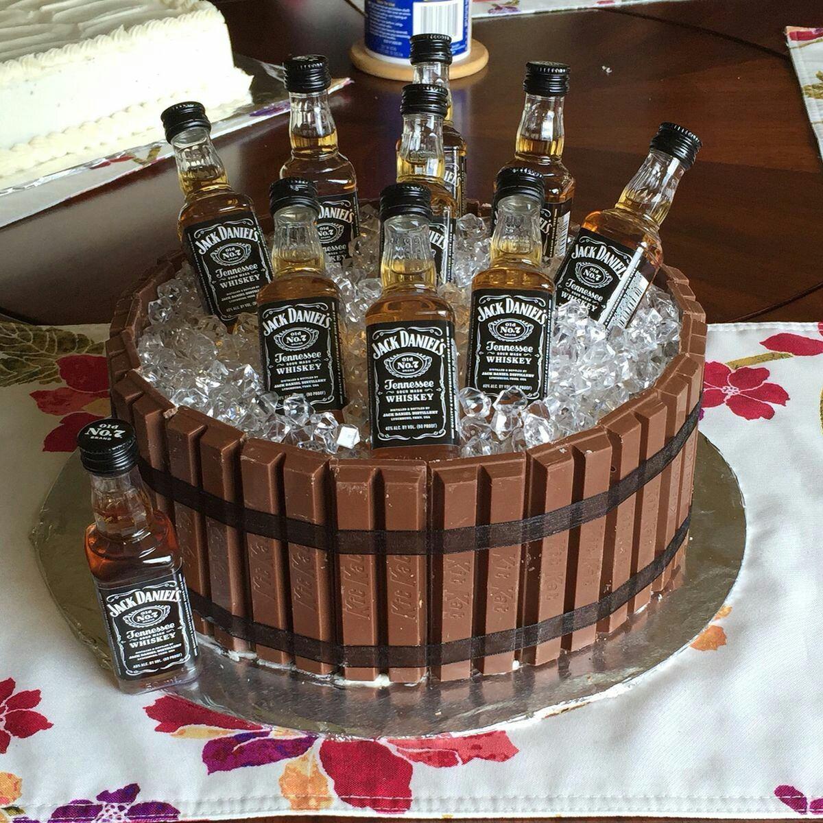 Torta Whisky Cervezas Licores Alcohol Petacas Corona