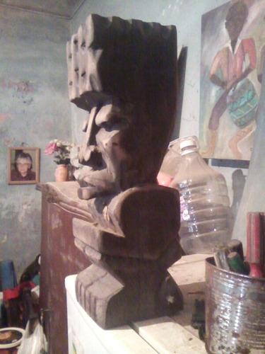 toten escultura