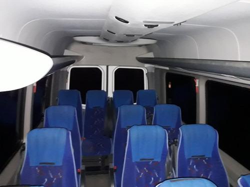 traslado transporte pasajeros camioneta fiestas aeropuerto