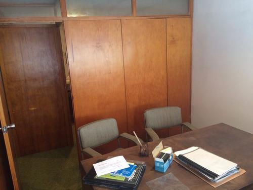 treinta y tres esq cerrito oficina al frente en alquiler
