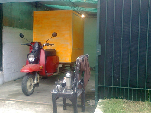 triciclo con caja cerrada