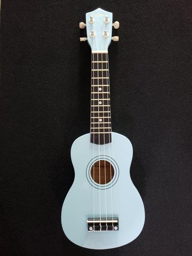 ukulele soprano acústico con funda y plumilla de regalo.