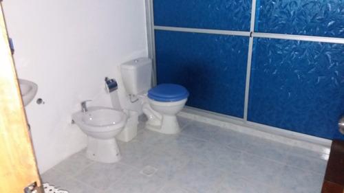 un baño en suite. no se permiten mascotas
