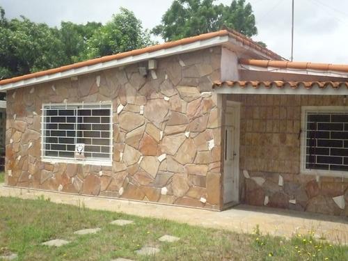 urgente vendo por viaje,excelente casa(chalet) 2 dormitorios