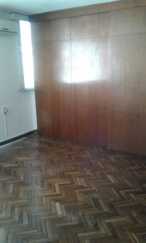 uruguay y convencion , piso alto, impecable. solo oficina