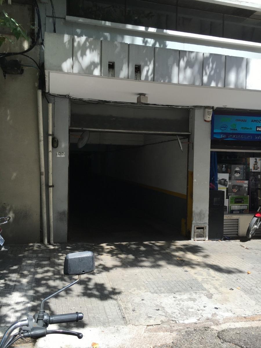 vende cochera fija en el centro de montevideo. guardia 24 hs
