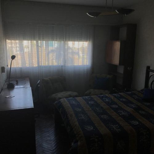 vendo apartamento al frente, 2 dormitorios, 1 baño, tres cruces, montevideo, uruguay