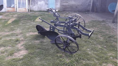 vendo arado de asiento antiguo ideal p/ adornoo de su parque