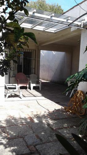vendo. casa. 3 dormitorios. garaje. patio. la blanqueada