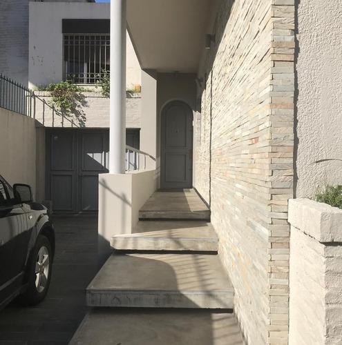 vendo casa con 5 dormitorios, 5 baños, barbacoa, fondo, garaje, pocitos, montevideo, uruguay