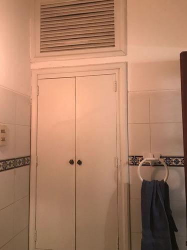 vendo casa con renta, 4 dormitorios, 2 baños, garaje, punta carretas, montevideo, uruguay