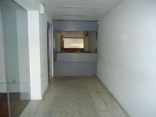venta amplia casa sobre avenida artigas, ideal para empresa