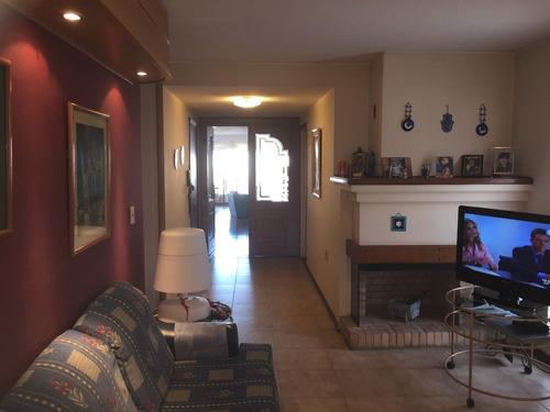 venta apartamento 3 y servicio, con 2 garages.
