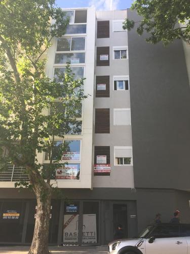 venta apartamento dos dormitorios en tres cruces