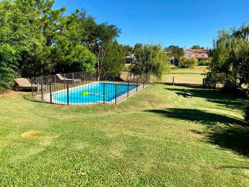 venta! casa en la tahona. 3 dormitorios. jardín con piscina.