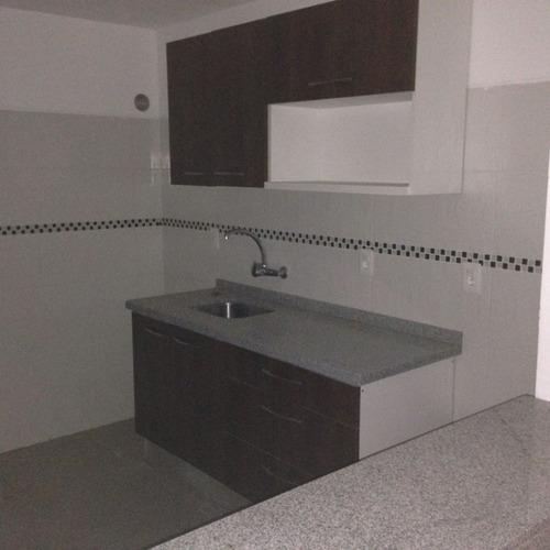 venta de apartamento al frente, living comedor