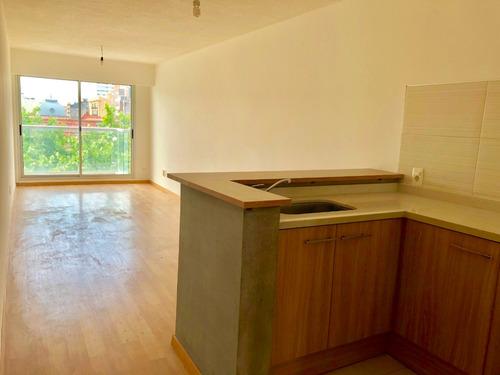venta de apartamento de 2 dormitorios. piso 8. nuevo!!