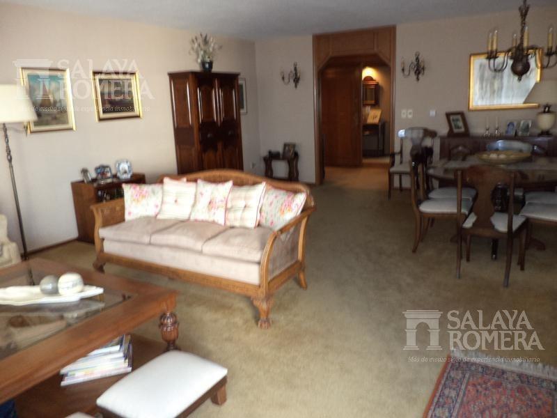 venta departamento en montevideo, punta carretas, 4 dormitorios, servicios