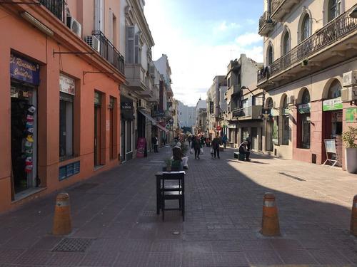 venta local comercial en pérez castellano, ciudad vieja.