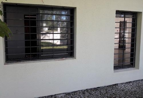 ventana con reja