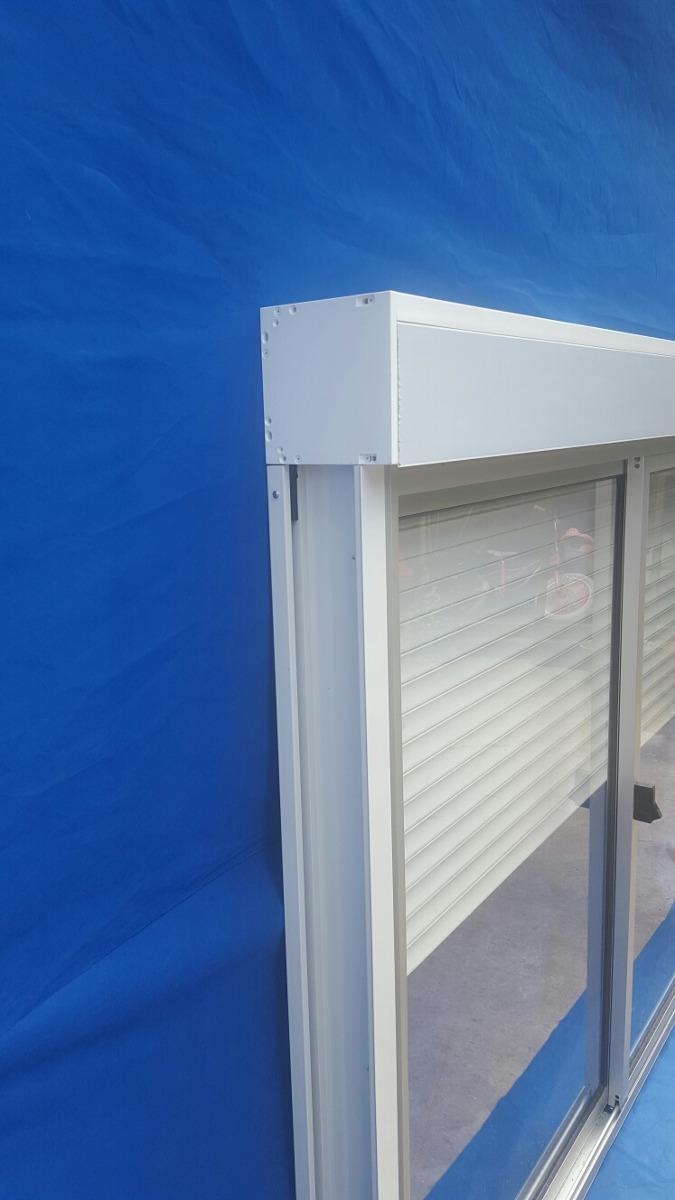 Ventanas con cortina monoblock de aluminio en for Ventanas de aluminio con cortina