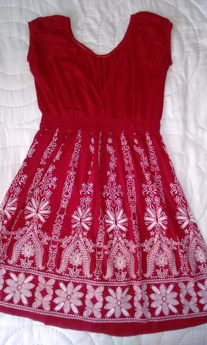vestido remera larga rojo con bordado blanco talle s