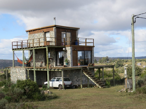 villa serrana , casa en 3 plantas , 3 dormitorios , 2 baños