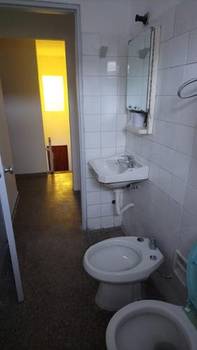 vivienda en 3 dormitorios en dúplex. excelente estado.