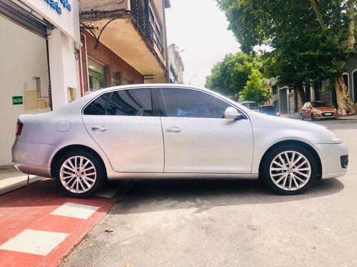 volkswagen vento automático  retira con u$d 6.499 y financio