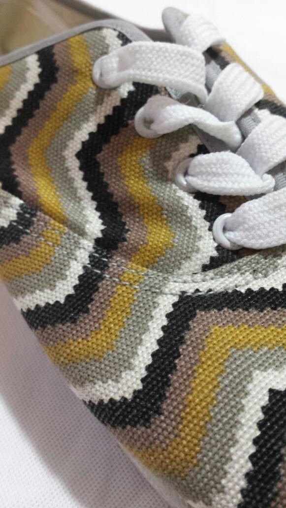 Zapatillas De Lona Diseño Zig Zag Talle 41 - $ 100,00