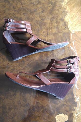 zapatos - sandalias de cuerina con taco corrido